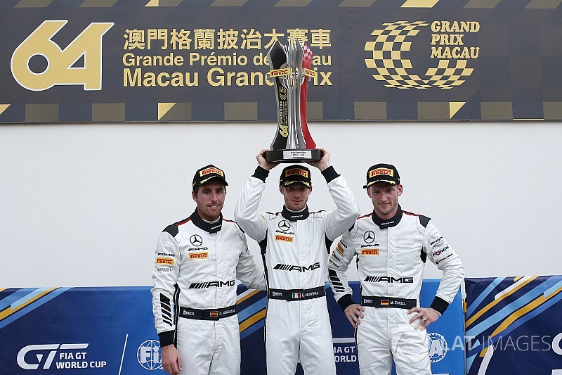 FIA GT World Cup Macau: Mortara op pole, Frijns schampt de muur
