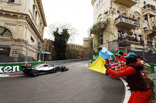Stand: Hamilton neemt leiding over na chaos in Baku, Verstappen achtste