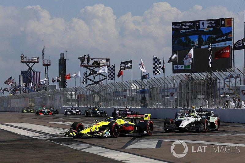 Casi más adelantamientos en una carrera de IndyCar que en toda la F1 2017