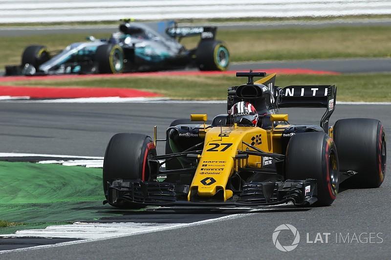 【F1】英で2台にトラブル発生のルノー「こんなに苦しむはずでは……」