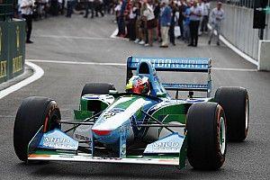 """ميك شوماخر """"مذهولٌ"""" بقيادة سيارة والده من طراز """"بينيتون"""" الفائزة بلقب موسم 1994"""