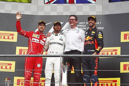Хэмилтон опередил Феттеля в Спа, пилоты Force India снова столкнулись