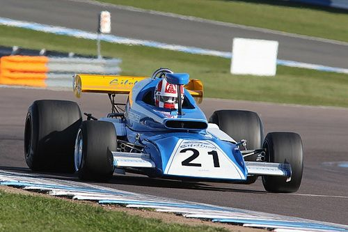 F1 versus F5000 in Silverstone International Trophy re-creation