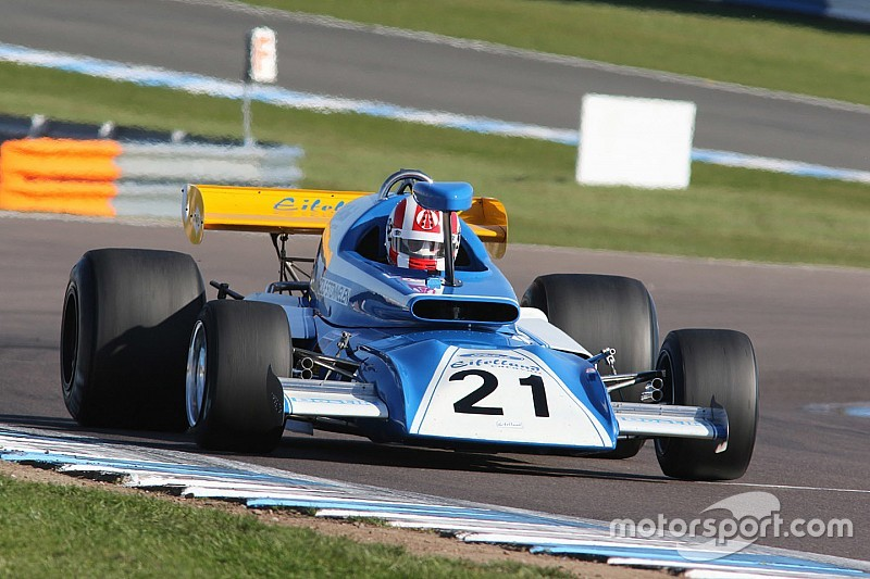 F1 versus F5000 in Silverstone International Trophy re-creation