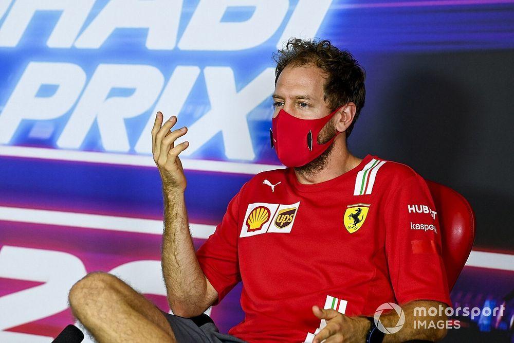 """Vettel: """"Non parlo"""". Ma riscrive e canta Azzurro per la Ferrari!"""