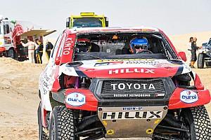 Toyota показала обновленный Hilux с Алонсо за рулем