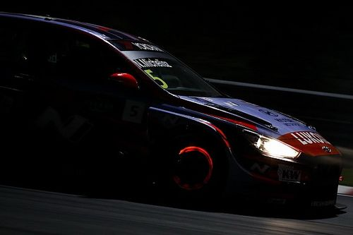 Michelisz brilla nella notte di Sepang, Pole anche per Gara 3