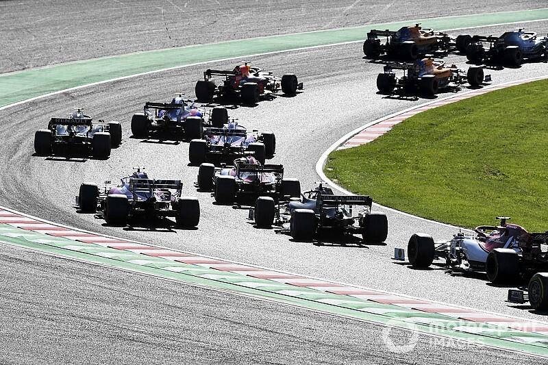 Hamilton és Sainz a darálóban: megint ott volt a McLaren (videó)