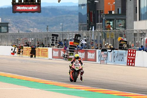 Aragon WSBK: Bautista stays unbeaten, Rea battles to second