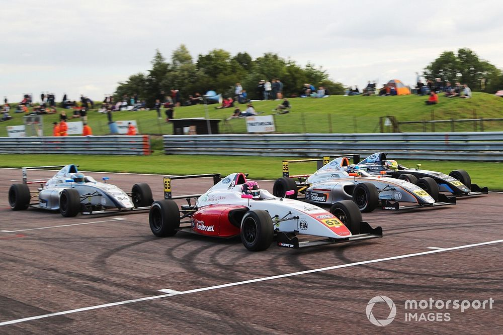 TOCA supports in action at Thruxton as historics hit the track for Gold Cup