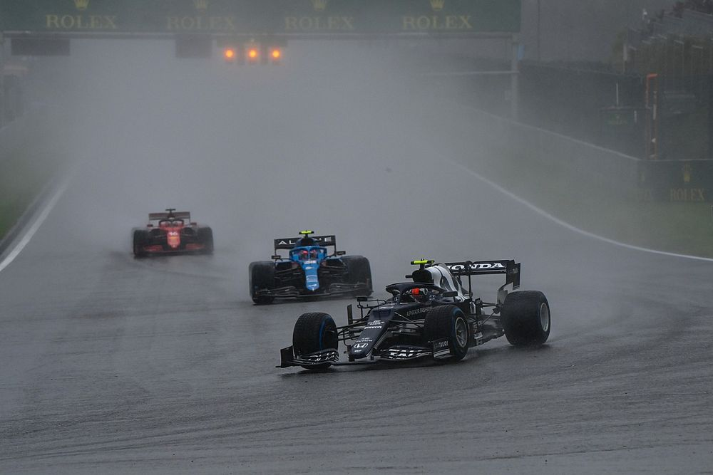 Pirelli : De meilleurs pneus pluie empireraient la visibilité