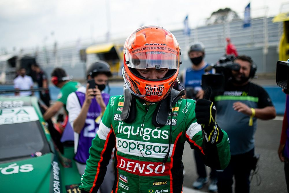 Stock Car: Suzuki segura Serra e converte pole em vitória na corrida 1 em Curitiba