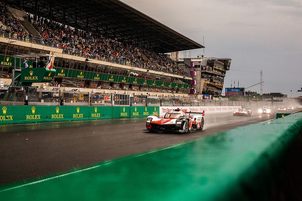 Le Mans 24h: #7 Toyota leads from Alpine after hectic first hour