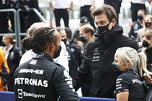 Mercedes revela como acabó convenciendo a Hamilton