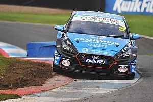 Knockhill BTCC: Smiley tops dry practice ahead of Cook