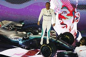 Singapore GP: Hamilton wins from Verstappen and Vettel