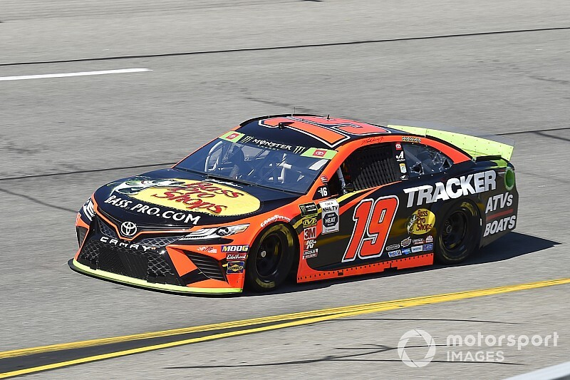 Truex tops Friday's final Cup practice at Richmond