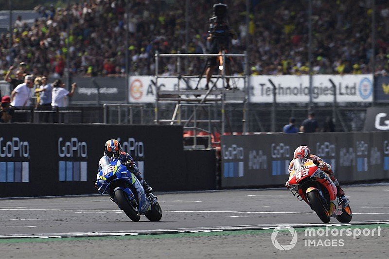 Rins verslaat Marquez op sensationele wijze in Britse GP