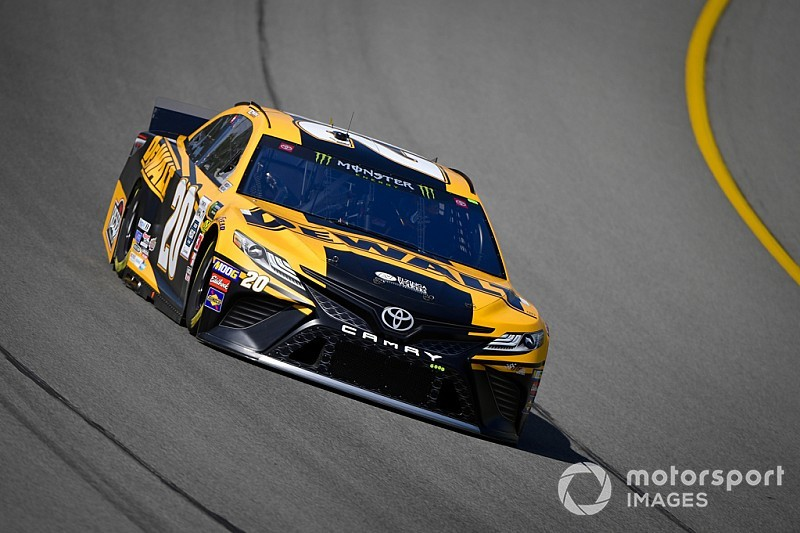 Erik Jones leads final Cup practice; Suarez tags wall