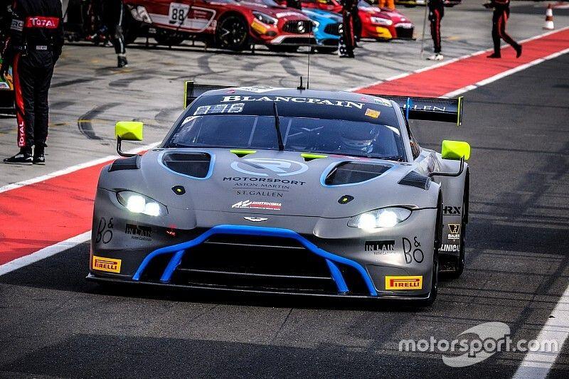 Aston Martin na czele