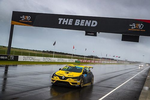 The Bend TCR: Moffat takes sensational pole