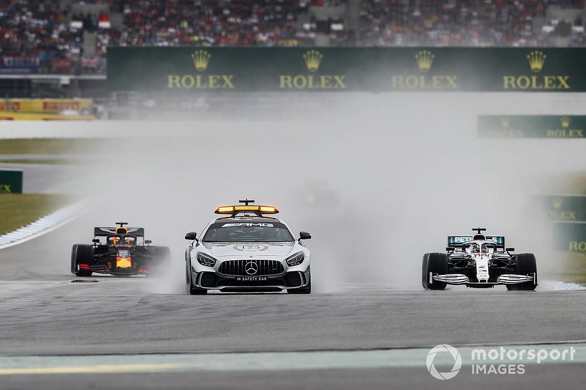 Őrület, néhol szinte semmit sem láttak az F1-es versenyzők a startnál: videó