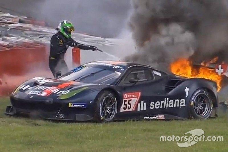 VÍDEO: Ferrari pega fogo e causa pânico a piloto nas 24 Horas de Nurburgring