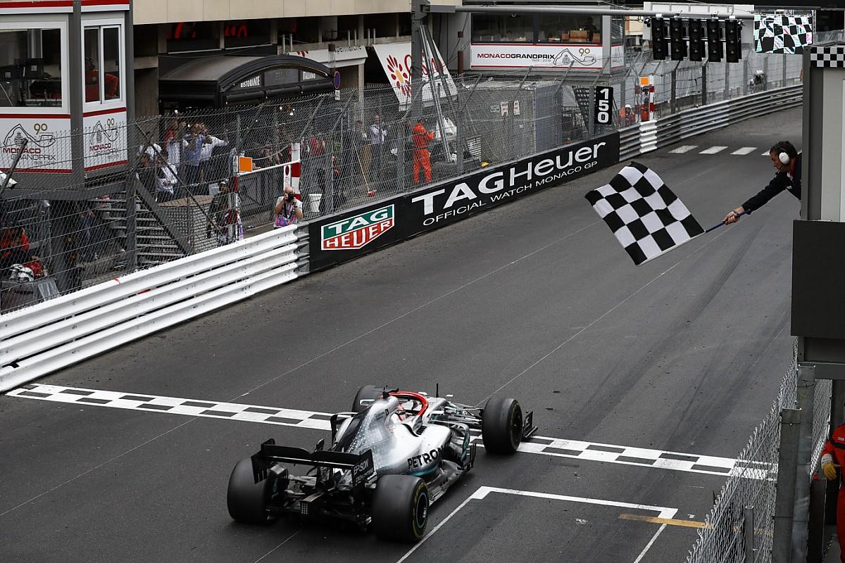 Hamilton aguanta para ganar una interesante carrera en Mónaco