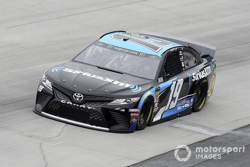 Martin Truex Jr. snags Stage 2 win from Bowman at Dover