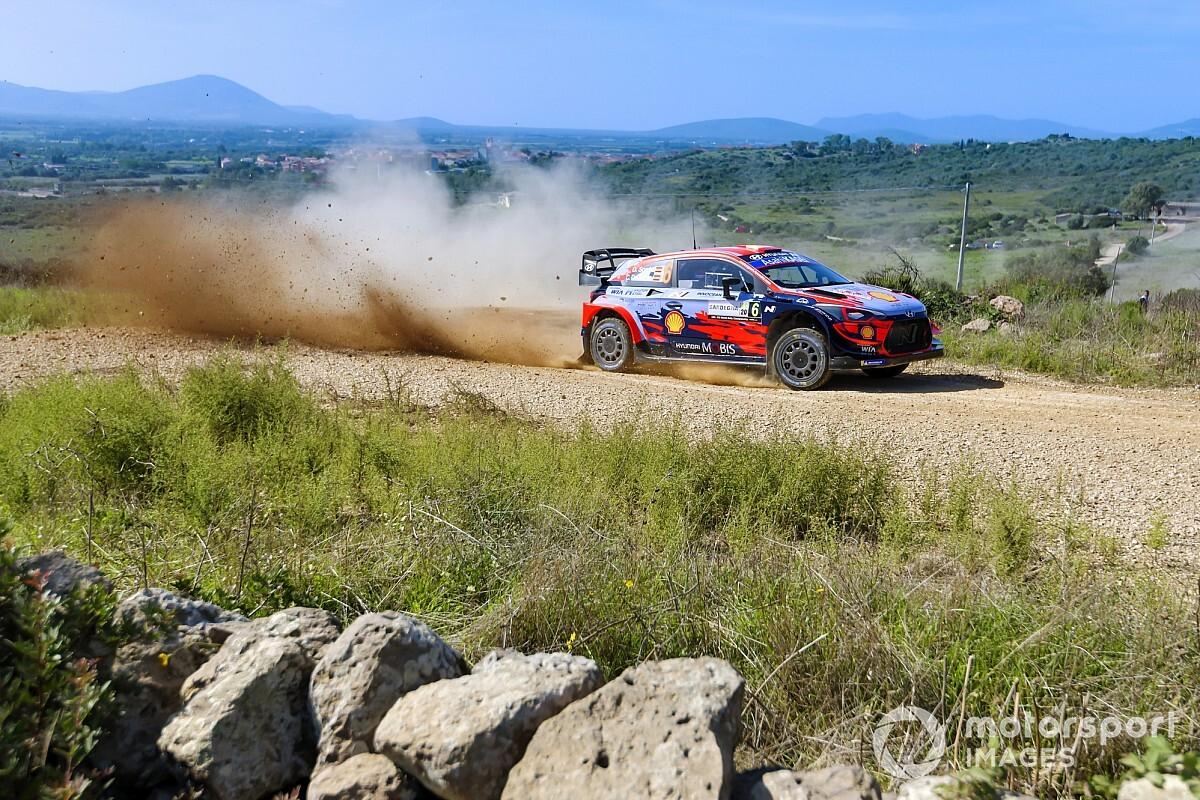WRC: Sordo mantiene su ventaja en Cerdeña, a pesar de una vaca