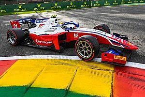 Шварцман вернулся в лидеры Формулы 2. Соперники россиянина повыносили друг друга с трассы