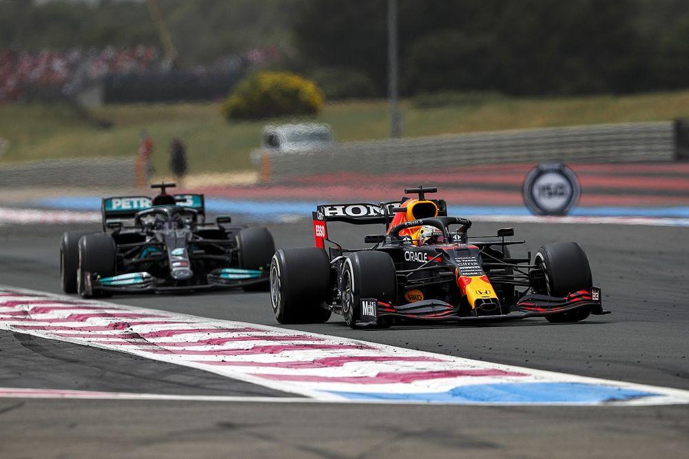 """F1: Hamilton diz que estratégia de uma parada era """"única chance"""" de derrotar Verstappen"""
