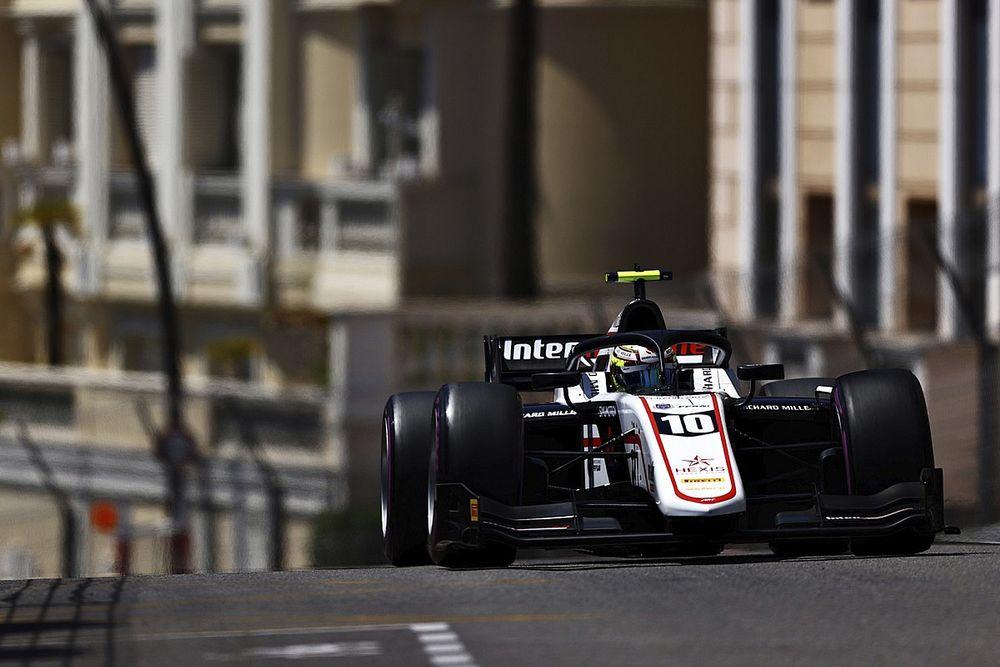 F2, Monaco: Pourchaire conquista una pole sensazionale