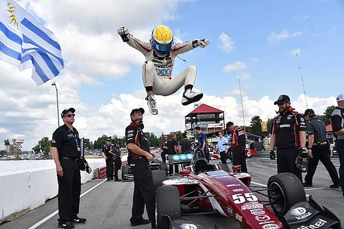 Urrutia beats Stoneman as Carlin duo stumbles