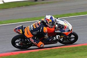 Moto3 Silverstone: Menangi duel ketat, Binder kokoh di puncak klasemen