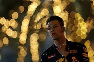 """Kvyat at a loss over """"embarrassing"""" lack of speed"""