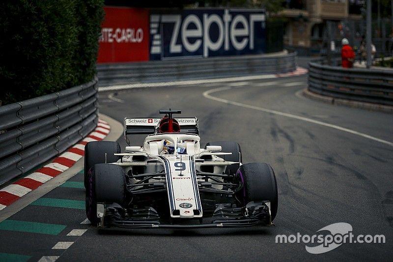 Amikor egy F1-es versenyző szikrákkal az arcában versenyez