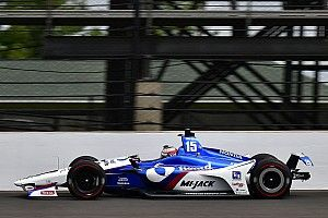 Indy 500: Rahal stays top, Hildebrand hits wall