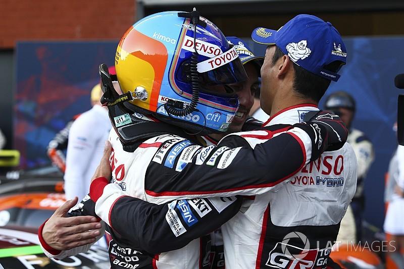 """""""Vou dormir no pódio"""", brinca Alonso após vitória em Spa"""