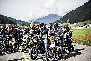 Eintausend Motorradfahrer beim Start des Red Bull Alpenbrevet 2017