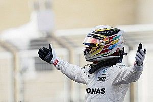 """Hamilton: """"Un giro fantastico rovinato nel finale dal vento"""""""