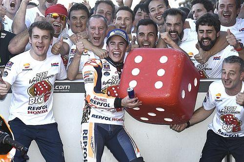 Marquez claimt vierde MotoGP-titel in Valencia, Pedrosa wint de race