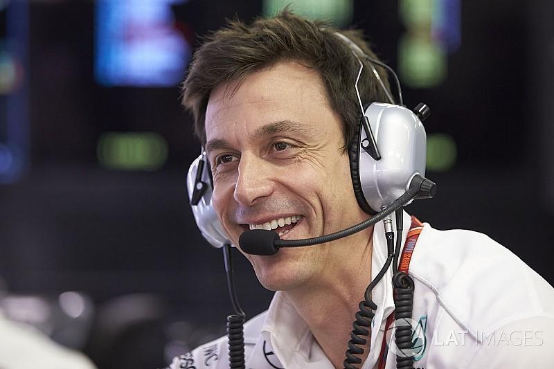 """Wolff """"gufa"""": """"Vettel è già al quarto turbo, difficile che arrivi alla fine"""""""