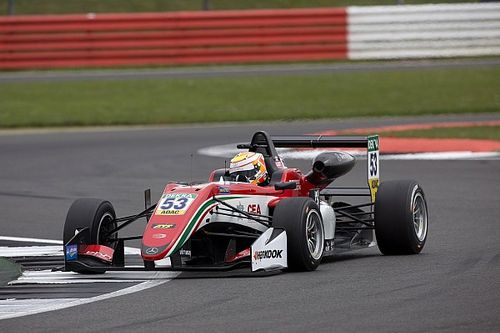Silverstone F3: Ilott fights back to dominate Race 3