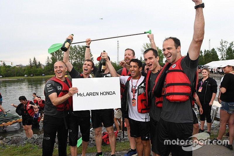 McLaren победила в гонке Ф1 на плотах. Что и как это было?