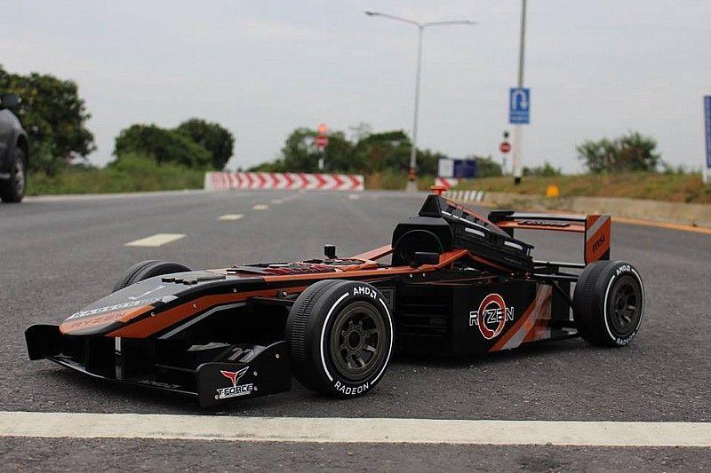 Küçük bir F1 aracı mı? Hayır o bir bilgisayar!