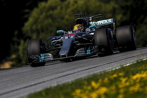 Hamilton rapste op eerste dag in Oostenrijk, Verstappen naar vierde tijd