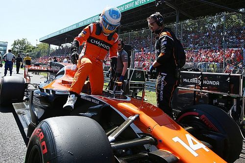 "Zak Brown dice que ""es muy probable"" que Alonso siga en McLaren"