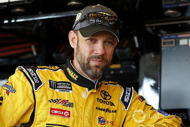 Matt Kenseth leads clean opening practice at Dover