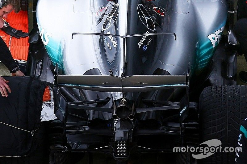 """Mercedes """"stands out"""" among 2017 F1 cars, says McLaren chief"""
